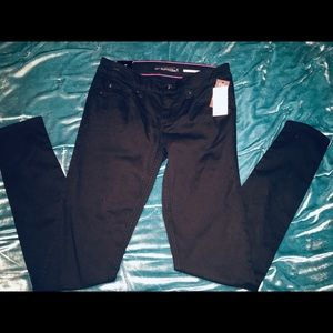Black skinny jeans new with tags!